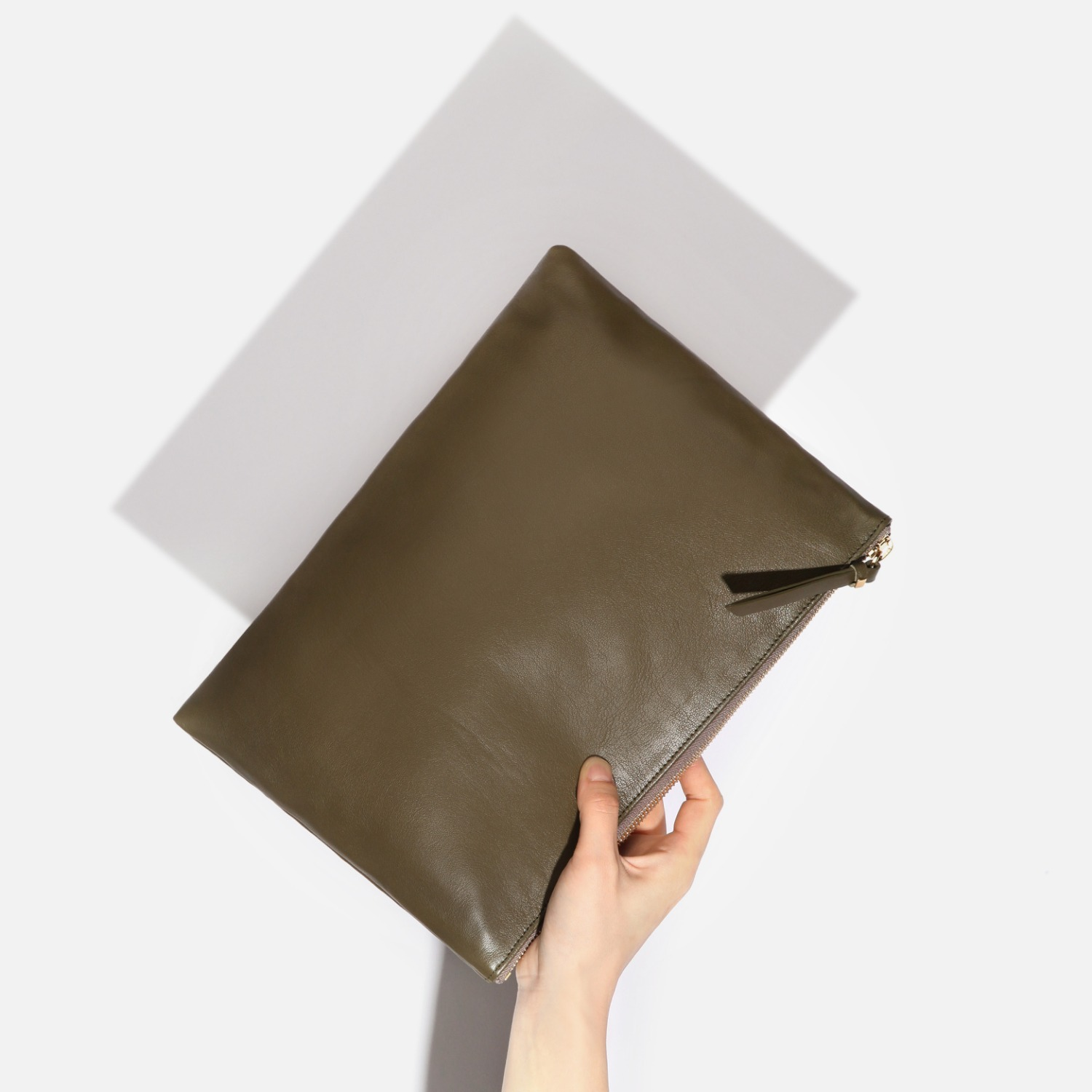 ZIPPER CLUTCH OLIVE